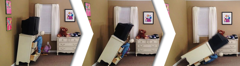 Simulación de televisor cayendo sobre muñeco