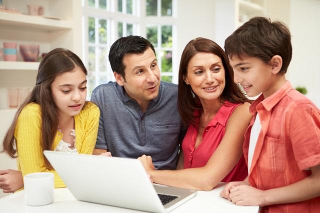 familygatheredaroundcomputer