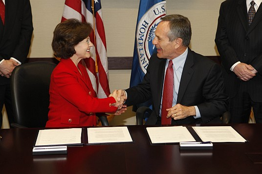 CPSC Chairman Inez Tenenbaum and U.S. Customs and Border Protection Commissioner Alan Bersin sign memorandum.